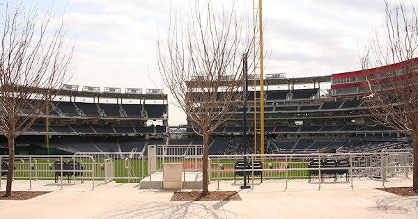 Nationals Park - estadio de los Nacionales de Washington Stadium-080322-gwgame-207